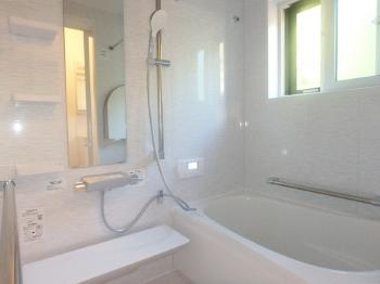 会津若松 あかべこりふぉーむ 東協設備今までのお風呂と同じ大きさですが随分と広くなったように感じます。清潔感があり入浴していて大変心地よいです。