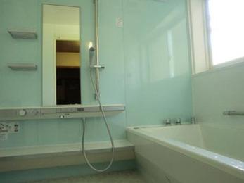 浴槽が広く足を伸ばしてゆったりと入る事ができ、快適です。