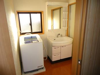 狭く使いづらい空間に悩んでいましたが、広く収納スペースの余裕もできて嬉しいです。