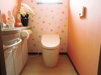壁紙に合わせたトイレのリフォームまでしていただき大満足です。