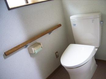 施工が楽々のリモデル便器へのトイレリフォーム。清潔でお手入れ楽々、高い節水性の快適トイレへ早変わりしました。