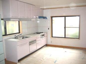 パールピンクで明るく可愛らしいキッチンになりました。
