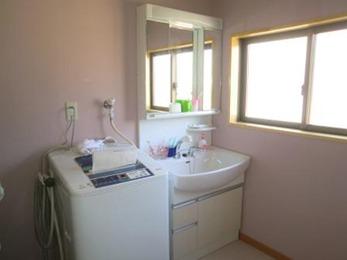 浴室との出入り口も綺麗に仕上がり、もうカビに悩まされることはありません。