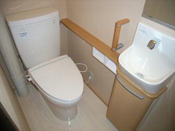 床の段差もなくなり、らくらく使えるトイレになりました。