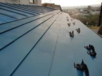 雨漏りもなくなり見た目にも綺麗な屋根に大変身です。