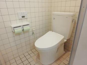 洋式トイレへのリフォームで従業員から大変喜ばれました。
