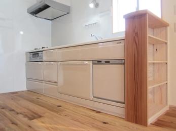 リーズナブルな水まわりでも使い勝手が大変良く、設備会社の従業員ならではの新居が完成しました。